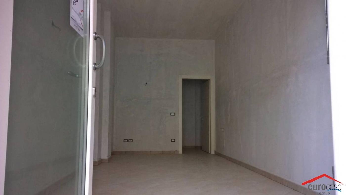 Ufficio Nuovo Xl : Ufficio in vendita corso italia piobesi torinese